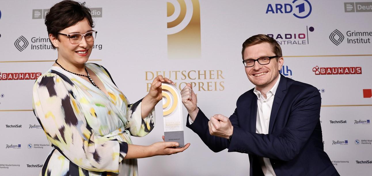 """""""Zurück zum Thema""""-Podcast gewinnt den Deutschen Radiopreis"""